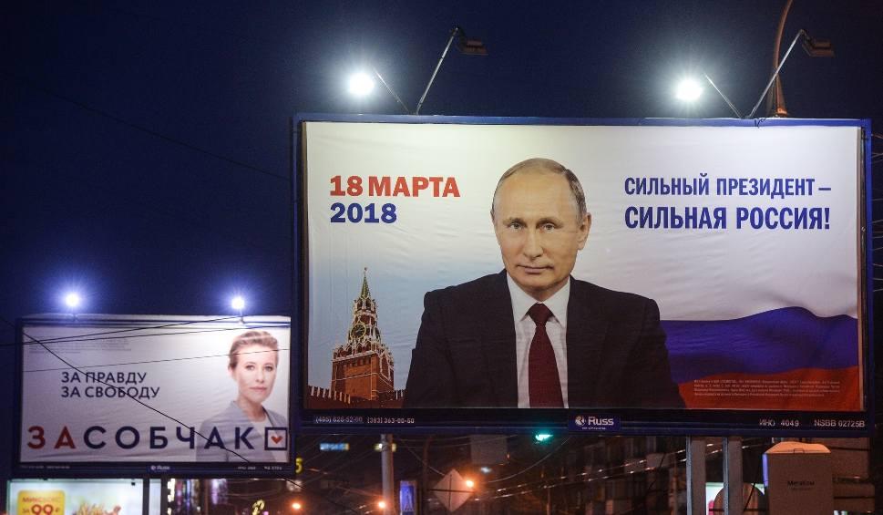 Film do artykułu: Rosjanie wybierają prezydenta. Zostanie nim Władimir Putin. Najważniejszy rywal Putina, Aleksiej Nawalny, wzywa do bojkotu wyborów
