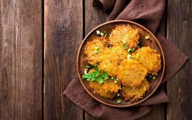 Placki ziemniaczane to potrawa, która od lat króluje na polskich stołach. Jak zrobić placki idealne? Zobaczcie przepisy!
