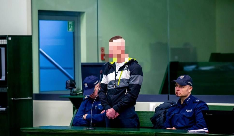 Film do artykułu: Wypadek na ul. Antoniukowskiej. Sąd skazał Adriana K. na 15 lat więzienia. Pod wpływem amfetaminy staranował autem dwie osoby
