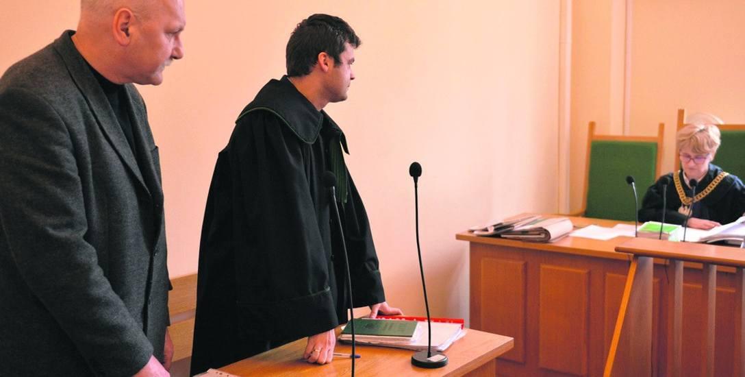 Janusz Armatys ze swoim adwokatem podczas wczorajszej rozprawy przed Sądem Rejonowym w Słupsku.