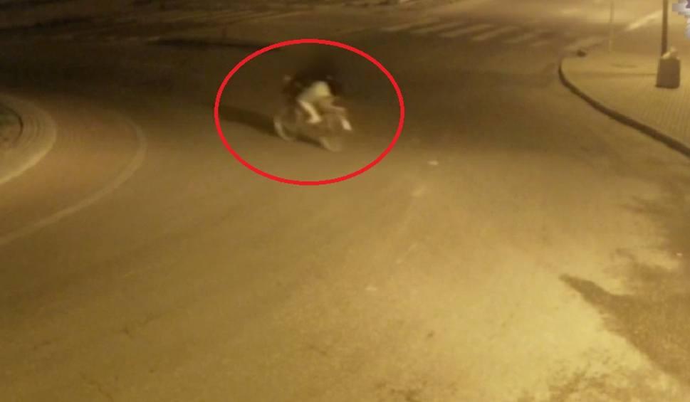 Film do artykułu: Łuków: Młoda rowerzystka nie wiedziała, dlaczego ma zakrwawioną twarz. Policyjny film wyjaśnił wszystko. Zobacz