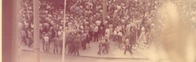 Zdjęcie gorzowianina Ryszarda Bronisza, który w czasie Wydarzeń Gorzowskich pracował w Społem, nad SDH-em (dla młodszych Czytelników: to budynek za fontanną,