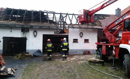 Pożar budynku gospodarczego w Suchej. Gasiło go 14 jednostek