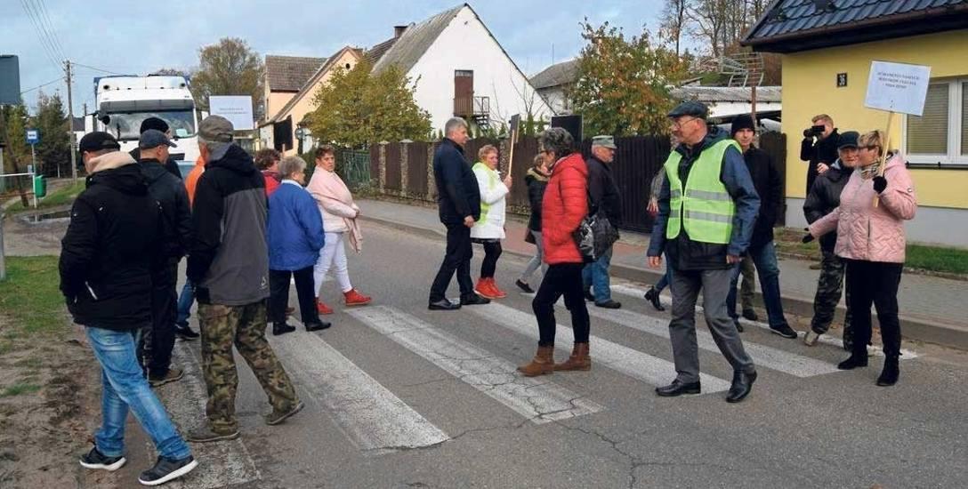 Rok temu mieszkańcy Parsęcka blokowali drogę w proteście przeciwko ruchowi ciężarówek z kopalni kruszywa. Ten sam poblem mają także mieszkańcy pobliskiego