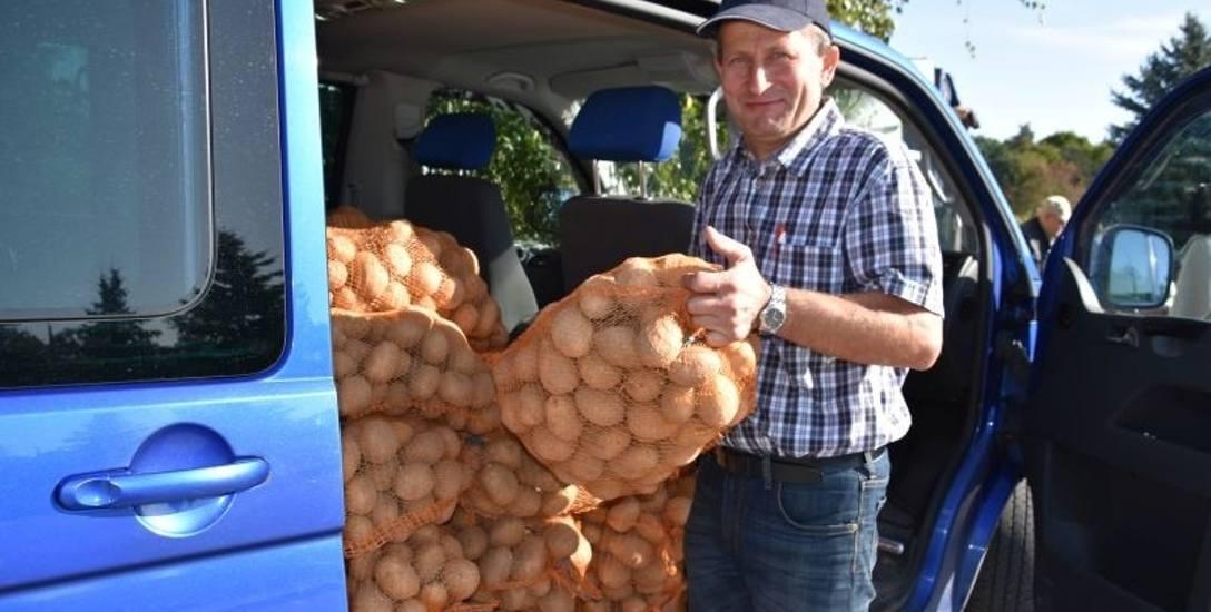 Wiesław Wawrzonek, gospodarz z Frydrychowa sprzedawał ziemniaki w podtoruńskim Przysieku po 25 złotych za 15-kilogramowy worek. Długo nie musiał czekać