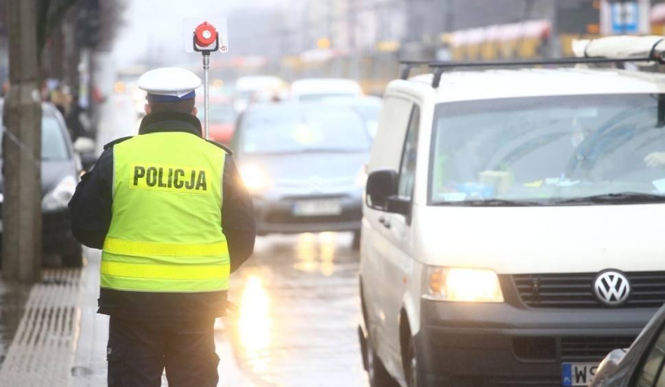 Film do artykułu: Piraci drogowi złapani w Sopocie. Motocyklista bez prawa jazdy jechał 178 km/h, a kierowca volkswagena polo - 106 km/h