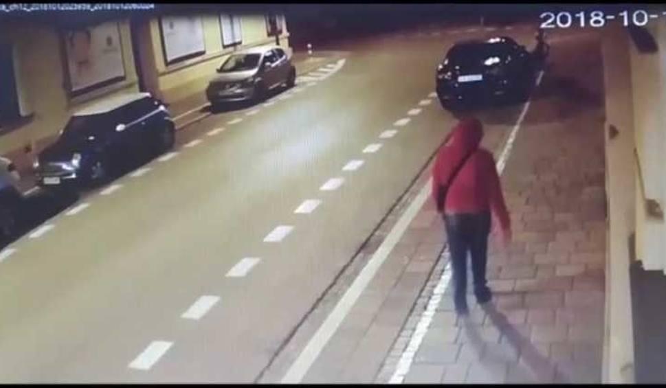 Film do artykułu: Krakowska policja poszukuje sprawcy uszkodzenia samochodów