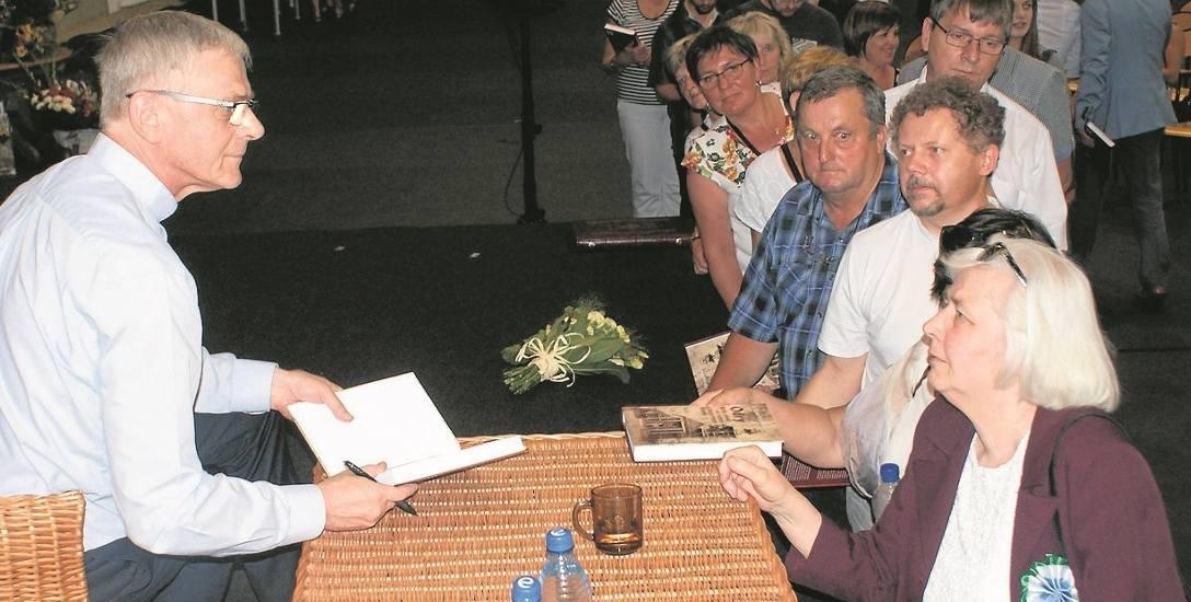 Ks. Zbigniew Straszewski podczas promocji książki w ramach obchodów 90. urodzin Czerska. Zapowiedział wtedy, że będzie także wydany drugi tom. Zachęcano