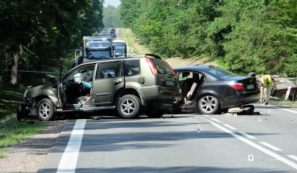 Film do artykułu: Przewalanka. Wypadek śmiertelny zablokował DK8 (zdjęcia, wideo)