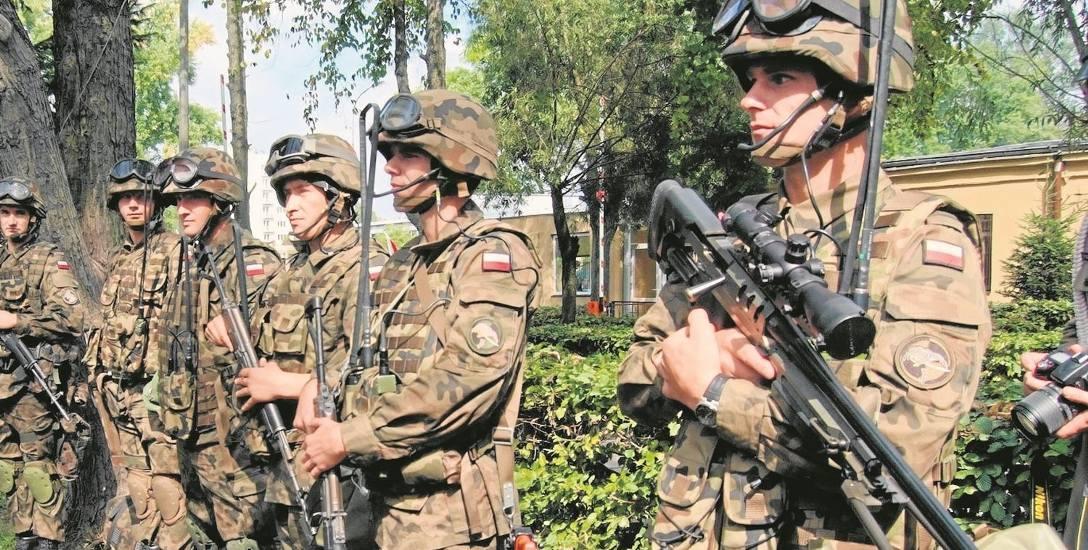 Łódzcy policjanci szkolili żołnierzy kawalerii powietrznej