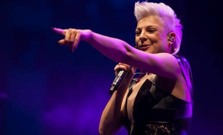 Magda Narożna to prawdopodobnie najbardziej znana w Polsce gwiazda muzyki disco polo. Wokalistka łomżyńskiego zespołu Piękni i Młodzi jest niezwykle