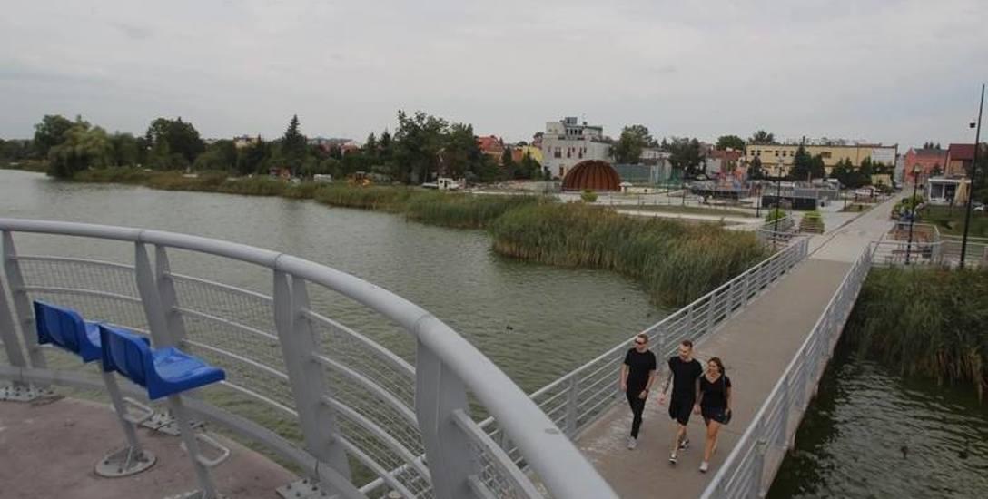 Promenada nad Jeziorem Kórnickim to odcinek o długości 1,8 km ze ścieżką pieszą oraz trasą rowerową. Gmina chce ją rozbudować o nowy odcinek oraz kładkę