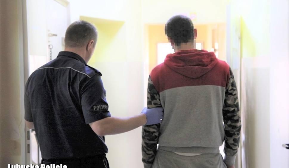 Film do artykułu: Bandyci skopali i okradli ofiarę na ulicy w Lubsku. Sprawcy zostali błyskawicznie ujęci przez policjantów