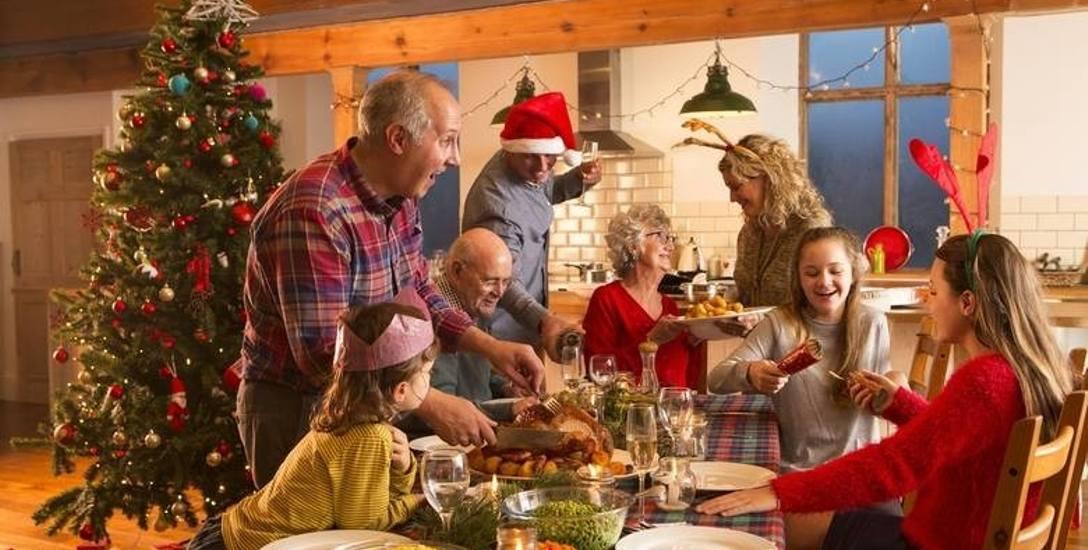 Krótki poradnik, jak przeżyć prawie idealne święta z nieidealną rodziną