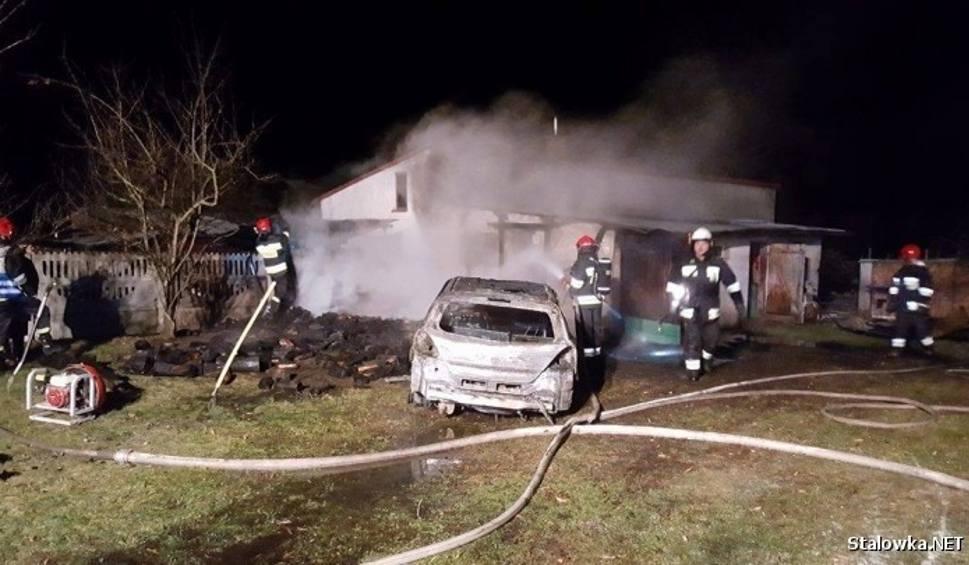 Film do artykułu: Duże straty po pożarze garażowej wiaty w Zaklikowie