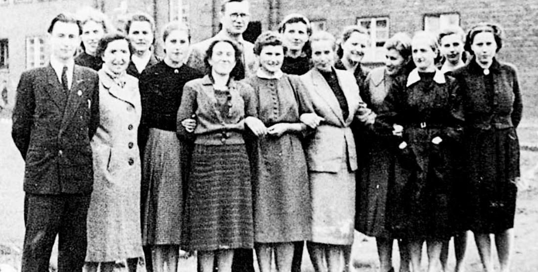 Klasa I w Szkole Podstawowej nr 3 w roku szkolnym 1957/1958. Do dziś w mieście funkcjonują dwie szkoły podstawowe