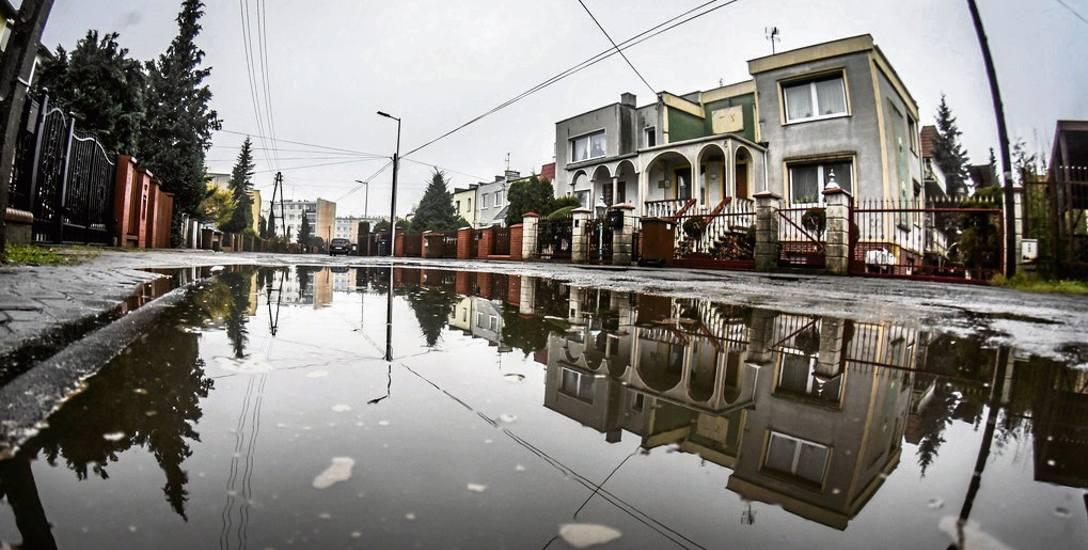 Tak w ub. tygodniu po opadach deszczu wyglądała Ulica Homarowa. - Po prostu ręce opadają - mówią mieszkańcy