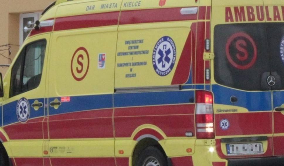 Film do artykułu: Pieszy potrącony na pasach w Skarżysku. Samochód odjechał