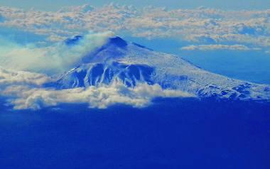 Etna to jeden z symboli Sycylii i największy wulkan w Europie. Dobra rada: lecąc tam z Polski, zarezerwujemy sobie miejsce po prawej stronie samolotu,