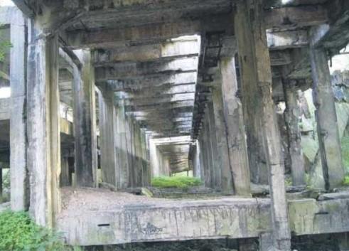 Pozostałości po jednej z dwóch elektrowni węglowych działających w fabryce.