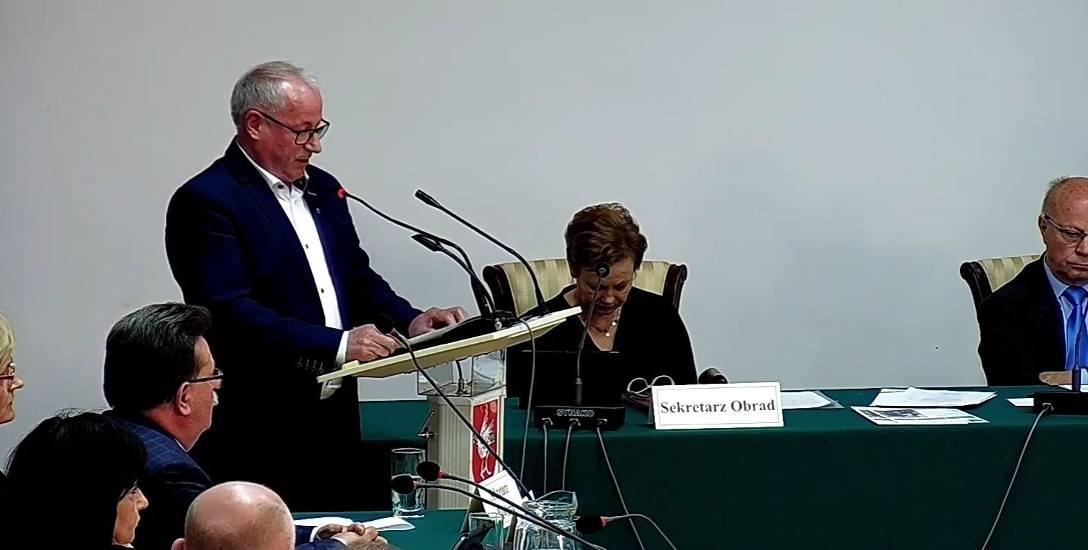 Przewodniczący komisji zdrowia Wiesław Młodziankiewicz zaprezentował stanowisko skierowane do NFZ