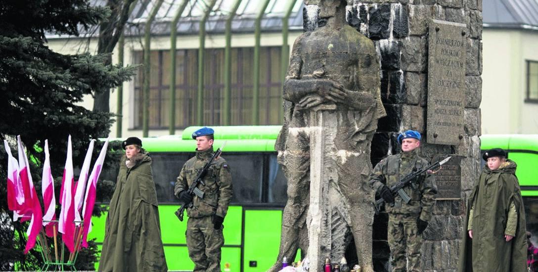 Po wielu rozmowach pomnik Żołnierza Polskiego w Słupsku przejdzie tylko lekki lifting.