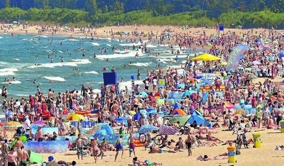 Film do artykułu: 1000 zł na wakacje. Kto dostanie bon turystyczny na urlop? To zastrzyk gotówki dla branży turystycznej