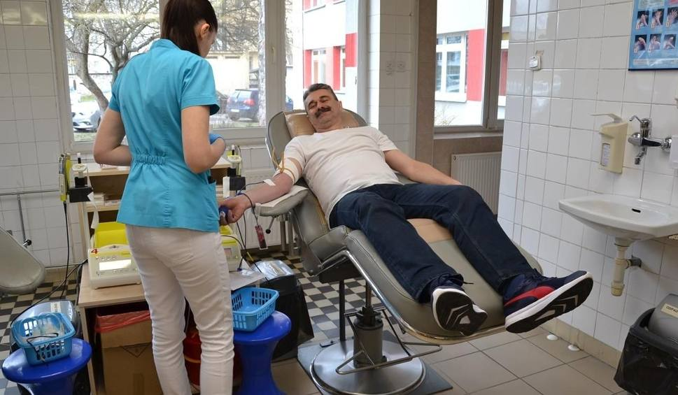 """Film do artykułu: """"Trzynastka Bohaterów"""" z liceum w Małogoszczu oddała swoją krew. Wśród dawców przewaga dziewcząt!"""