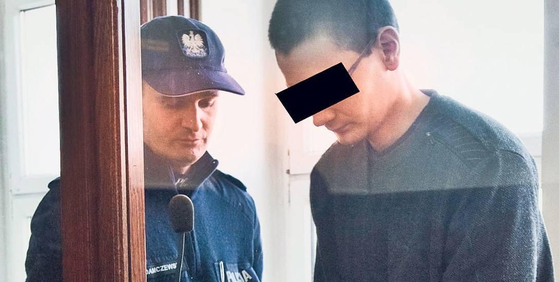 Proces rozpoczął się w czwartek w Sądzie Okręgowym w Koszalinie. Danielowi G. oskarżyciel zarzuca, że od grudnia 2015 roku do maja 2017 roku znęcał się