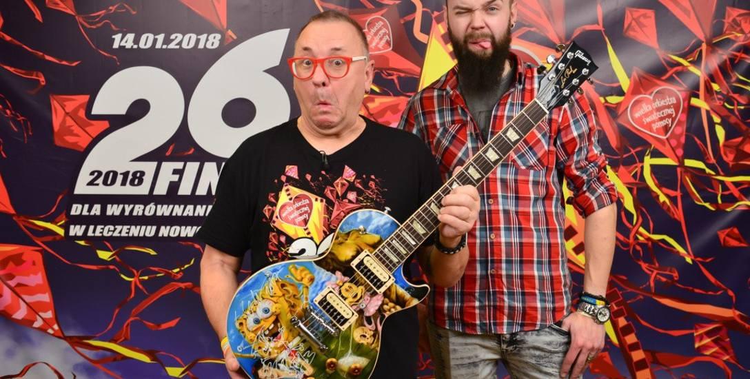 Tego Gibsona Les Paula, zaprojektowanego przez siebie, Slash z Guns N' Roses osobiście podarował Jurkowi Owsiakowi przed koncertem w Gdańsku