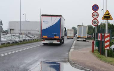Właściciele firm pod Swarzędzem chcą asfaltowej drogi dojazdowej. Ta jest tylko w niektórych miejscach