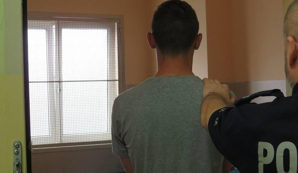 Film do artykułu: Bójka z użyciem noża w Kostrzynie. 26-latek w szpitalu