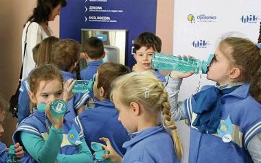 Pierwszy zdrój wodny zamontowano pilotażowo w ub.r. w PSP nr 14 w Opolu.Od początku tego roku kolejne 12 pojawiło się w opolskich szkołach podstawowych