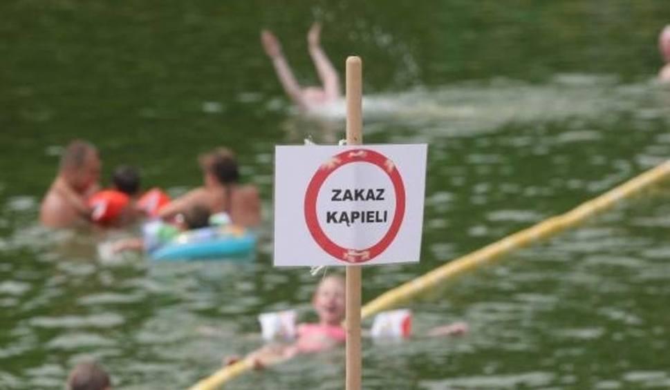 Film do artykułu: Zakaz kąpieli w Sarbinowie. Turystów zaniepokoił kolor wody