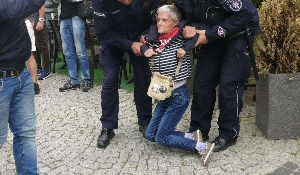 Film do artykułu: Radom. Próba zablokowania marszu narodowców na deptaku. Interweniowali policjanci