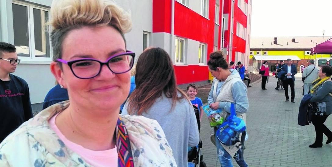 Katarzyna Malinowska i jej rodzina w środę odebrali klucze do mieszkania komunalnego