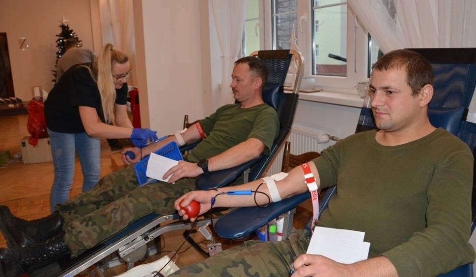 Film do artykułu: Żołnierze oddali krew w ramach mikołajkowej akcji [ZDJĘCIA]