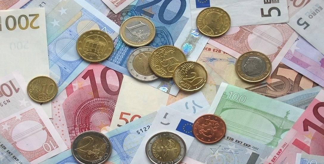 Za tydzień eurowybory. Europoseł musi za coś żyć. I teraz, i na emeryturze