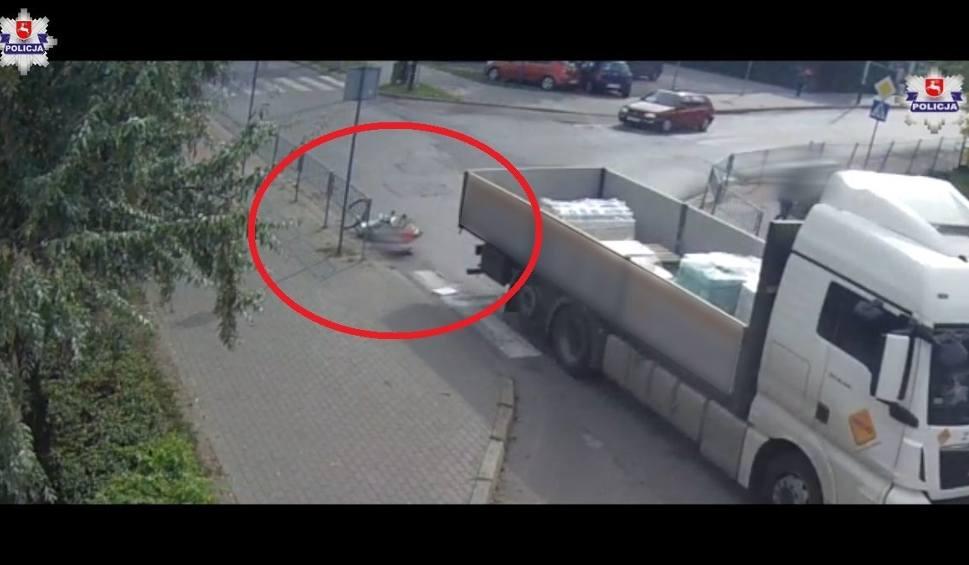 Film do artykułu: W Łukowie ciężarówka potrąciła rowerzystkę. Kierowca odjechał. Tłumaczył policjantom, że jej nie widział (WIDEO)