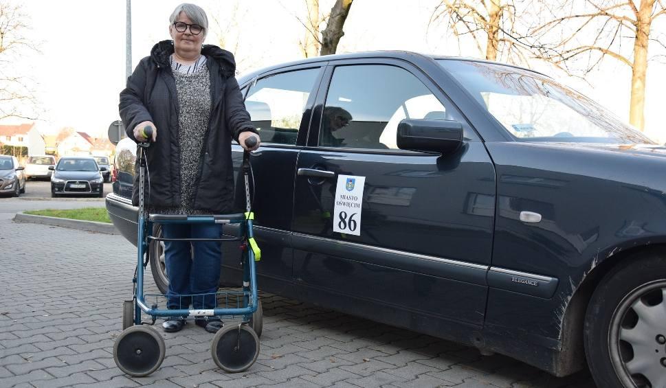 Film do artykułu: Darmowa taksówka wozi seniorów i matki z małymi dziećmi do lekarza i urzędu w Oświęcimiu