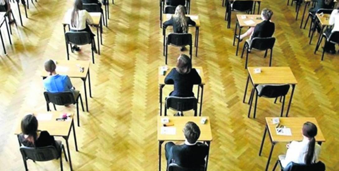 Wśród tegorocznych absolwentów liceów ogólnokształcących maturę zdało 85 proc. przystępujących do egzaminów