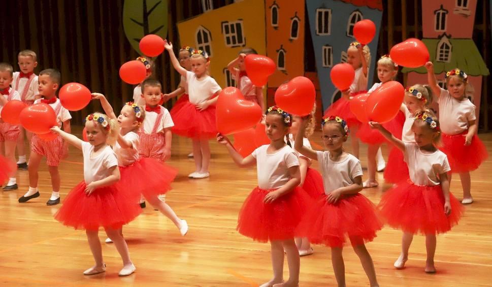 Film do artykułu: Przedszkole numer 6 z Radomia świętowało 30-lecie istnienia. W szkole muzycznej odbyła się uroczysta gala