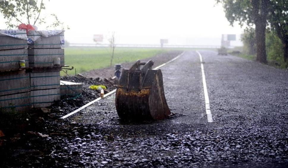 Film do artykułu: Ścieżka rowerowa do Cigacic ma poważne opóźnienie. Asfalt podrożał o 100 proc. - dowiadujemy się