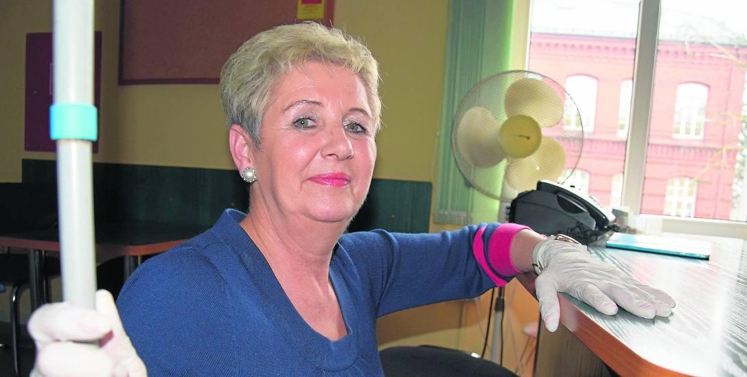 """Sprzątaczka Lidia Recka przyznaje, że rodziny dużo częściej wynajmują panie do sprzątania. Wpłynął na to - jak mówi - m.in. program """"Rodzina 500 plu"""
