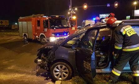 Wypadek taksówki na Włókniarzy. Ukraińcy uciekli z miejsca wypadku, ścigał ich świadek