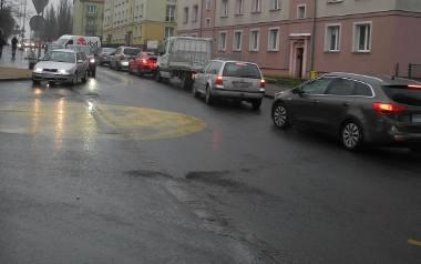 Ruch okrężny, na czas przebudowy wiaduktów w mieście,  wprowadzono u zbiegu ulic Pierwszej Brygady i Ceglanej