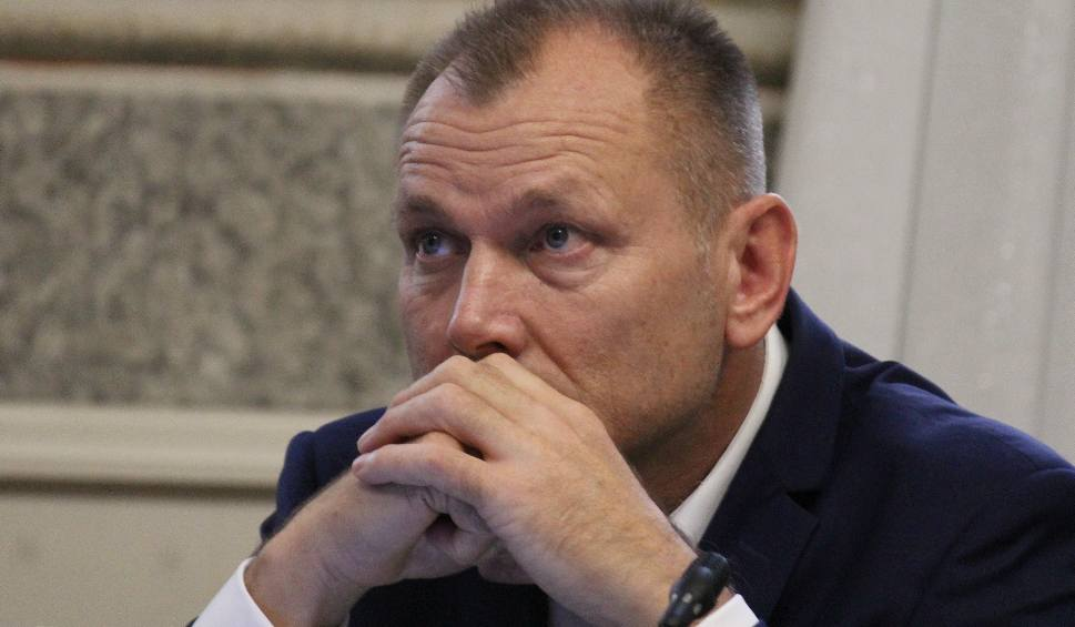 Film do artykułu: Radny Wojciech Błachowicz z Przemyśla oświadczył, że przekazał nieprawdziwe informacje dotyczące ulotki wyborczej Marka Kuchcińskiego