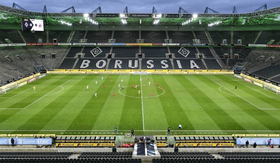 """Film do artykułu: Tekturowi kibice wypełnią stadion Borussii Moenchengladbach? """"Na razie zamówiliśmy 1000 sztuk"""""""