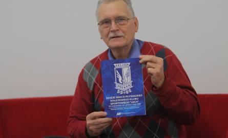 Kazimierz Niewitecki prezentuje wyjątkową książkę dla środowiska pływackiego w Poznaniu i Wielkopolsce