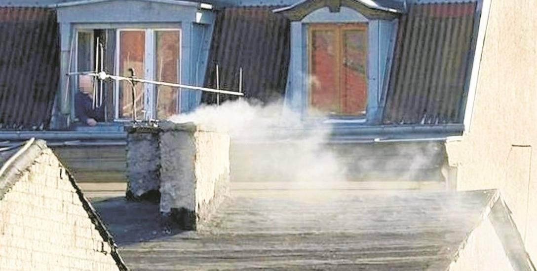 Mieszkańcy, którzy palą w piecach niewłaściwym opałem, mogą się spodziewać kontroli strażników miejskich. Jeśli popełnią wykroczenie, mogą zapłacić nawet